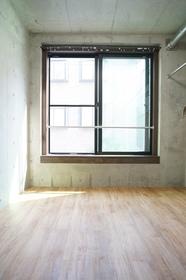 窓が大きく明るい室内♪
