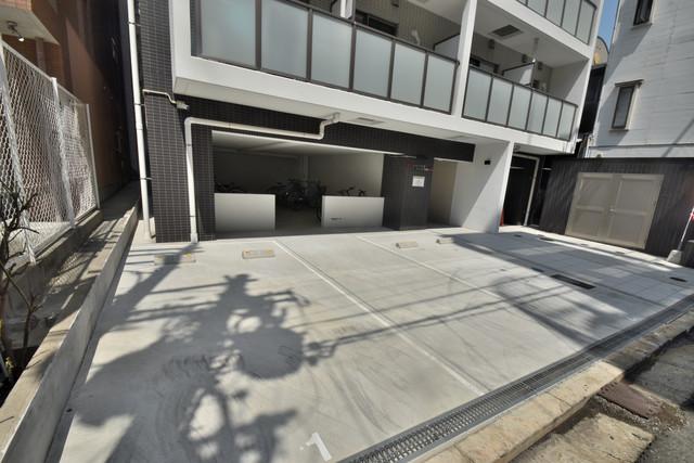 オズレジデンス今里SOUTH 敷地内には駐車場があり安心ですね。