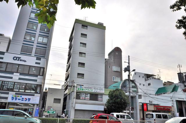 マンションSGI今里ロータリー シックな色合いで落ち着いた雰囲気のマンションです。