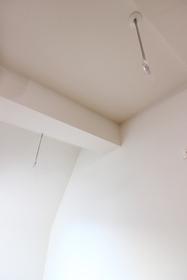 エメラルドブルー久が原 303号室