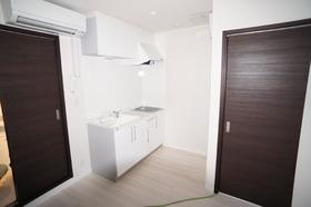 https://image.rentersnet.jp/8d630725-a49c-4079-9e93-ee8e33d7c3d2_property_picture_956_large.jpg_cap_キッチン広め。IHコンロ付です。