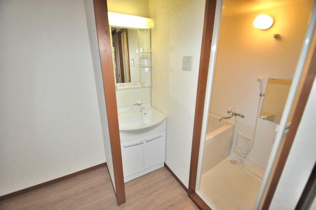ニッコーハイツ俊徳 人気の独立洗面所はゆったりと余裕のある広さです。