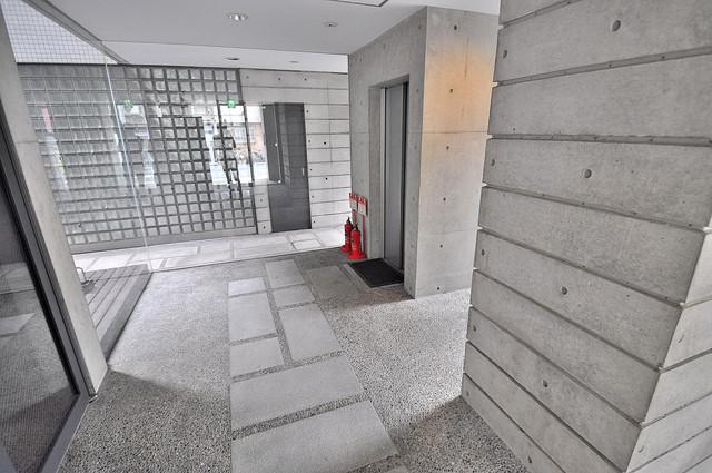 ファーストアベニール エレベーターホールもオシャレで、綺麗に片づけられています。