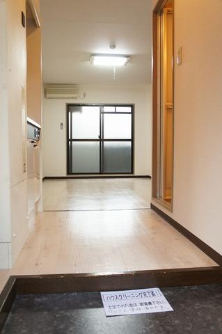 玄関から廊下の写真