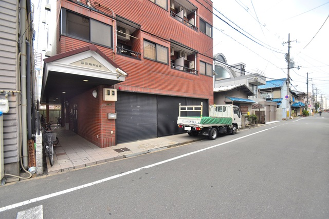 荻田第6ビル 広々としていて、上品で落ち着いた雰囲気のエントランス。