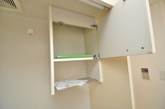 八千代ハイツ キッチン棚も付いていて食器収納も困りませんね。