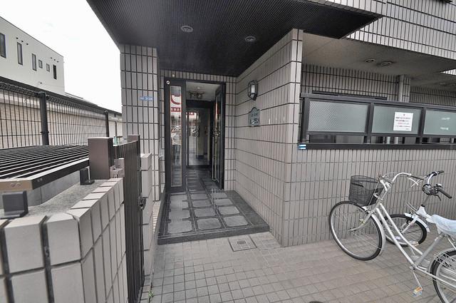 高井田ル・グラン エントランス周辺はいつもキレイに片付けられています。
