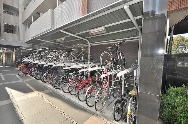リバーサイド金岡五番館 屋根付きの駐輪場は大切な自転車を雨から守ってくれます。