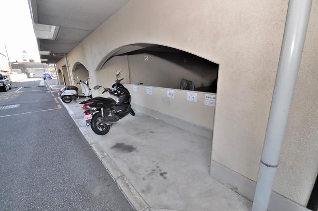 友井グレイス 嬉しいバイク置き場専用スペースが有るんです。