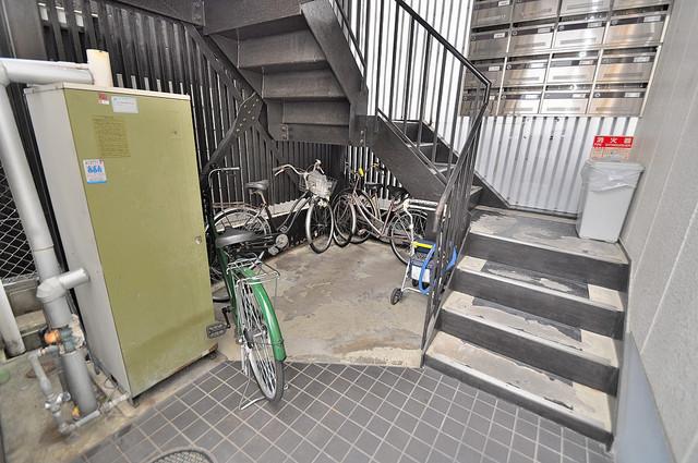 センチュリーシティⅡ この階段を登った先にあなたの新生活が待っていますよ。