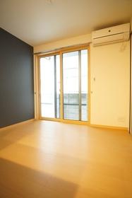 https://image.rentersnet.jp/8e3a1a3e-309e-41b8-bc58-0851098dd922_property_picture_3276_large.jpg_cap_居室