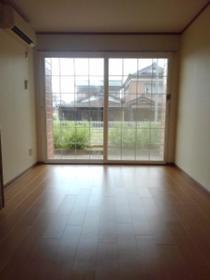 https://image.rentersnet.jp/8e90c8cd-44ae-495f-a0b7-e7f52d02d573_property_picture_3515_large.jpg_cap_居室