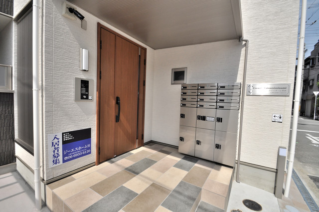 クリエオーレ巽南 オシャレなエントランスは安心のオートロック完備です。