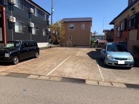 https://image.rentersnet.jp/8ed48315-7712-4bba-b0a1-be95a8c620fa_property_picture_953_large.jpg_cap_敷地外駐車場・建物目の前