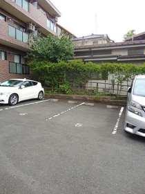 クレールハイツ小机駐車場