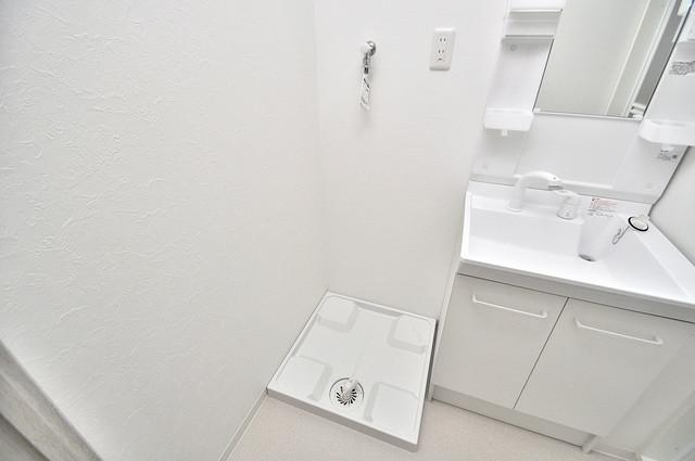 トレノーヴェ南巽 嬉しい室内洗濯機置場。これで洗濯機も長持ちしますね。