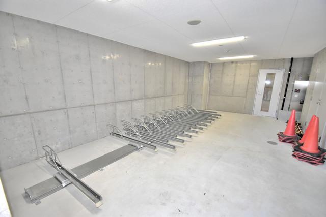 Luxe森之宮 1階には駐輪場があります。屋内なので、雨の日も安心ですね。
