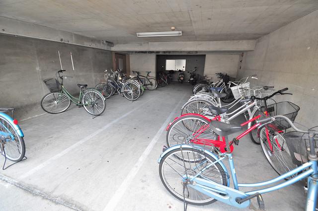 ハイツ片岡Ⅱ 1階には駐輪場があります。屋内なので、雨の日も安心ですね。
