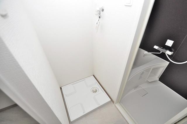 ヴェルドミール小阪 嬉しい室内洗濯機置場。これで洗濯機も長持ちしますね。