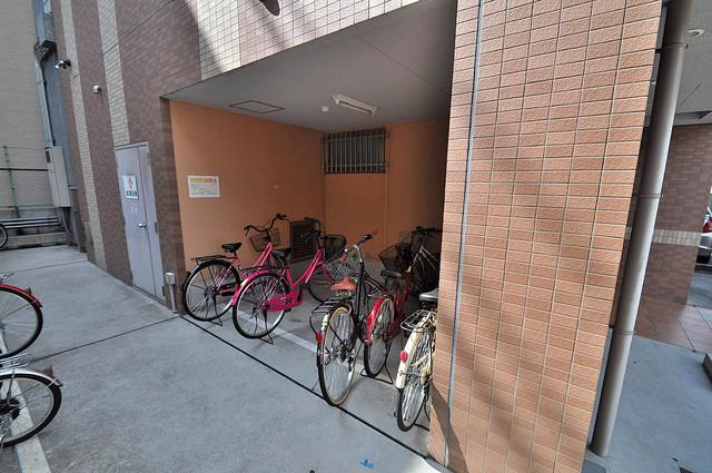 M'プラザ今里弐番館 屋内にある駐輪場は大切な自転車を雨から守ってくれます。