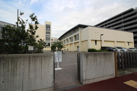 https://image.rentersnet.jp/900c4017-beae-428c-b201-d4f2ca93d509_property_picture_2418_large.jpg_cap_万代長嶺小学校