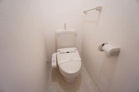 https://image.rentersnet.jp/90175122-68e1-4ad8-a296-30ccc4c89776_property_picture_9494_large.jpg_cap_トイレ