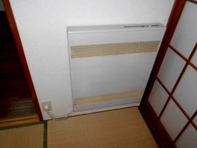 和室に壁に設置済みの暖房器具