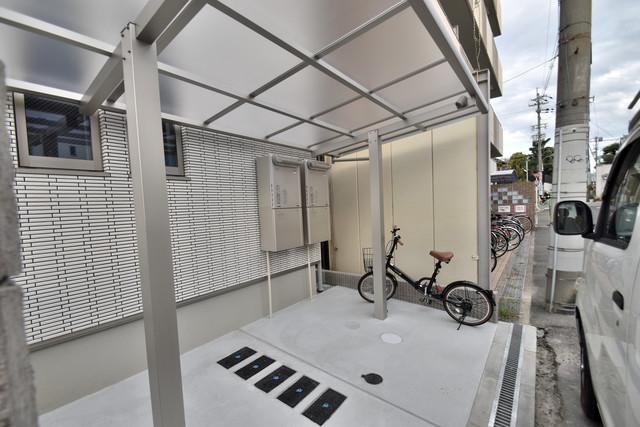 Charme Lacine(シャルム ラシーネ) あなたの大事な自転車も安心してとめることができますね。