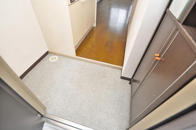 東大阪市上小阪4丁目の賃貸マンション 玄関口が大きいので、とても解放感があります。