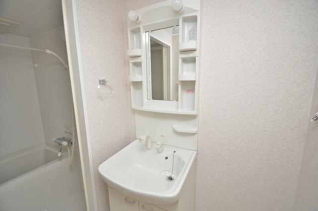CASSIA高井田SouthCourt 人気の独立洗面所にはうれしいシャンプードレッサー完備です。