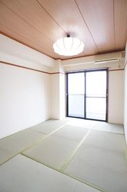ルパルク萩中 201号室