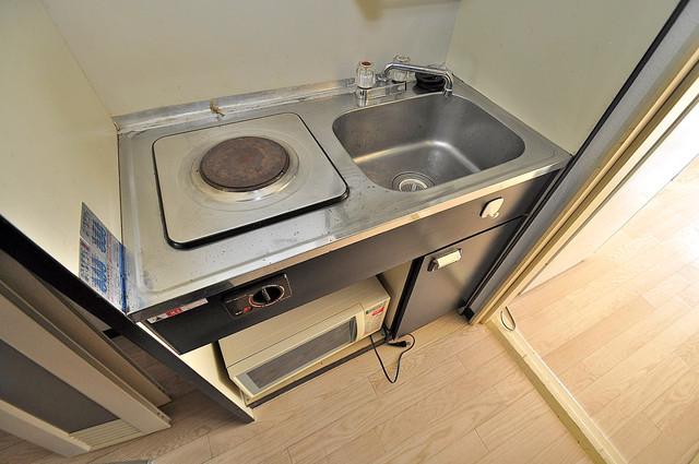ロイヤル巽 シンプルなキッチンは電気コンロなので、お手入れも楽ちん。