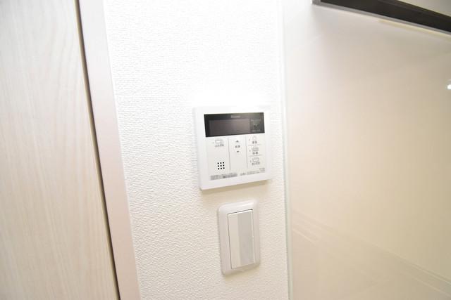 ラモーナ巽南 給湯リモコン付。温度調整は指1本、いつでもお好みの温度です。