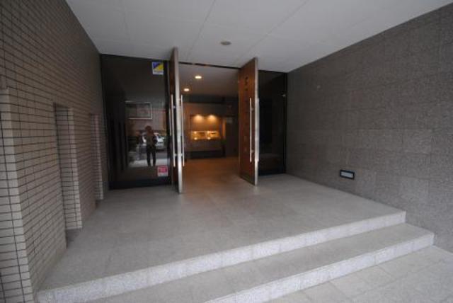 中野駅 徒歩8分エントランス