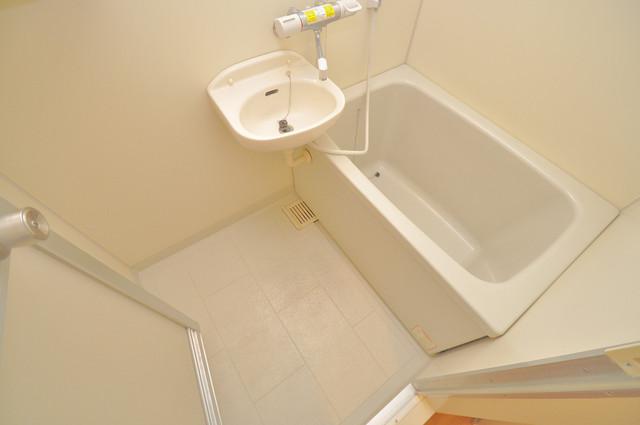コーポラス光進 広めのお風呂は一日の疲れを癒してくれます。