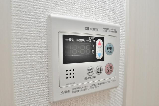 アドバンス大阪フェリシア 給湯リモコン付。温度調整は指1本、いつでもお好みの温度です。
