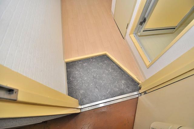 プルシャン今里 玄関を開けると解放感のある空間がひろがりますよ。
