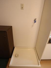 https://image.rentersnet.jp/92117050-e41e-40e5-adb1-fec1a85146fd_property_picture_955_large.jpg_cap_室内洗濯機置き場