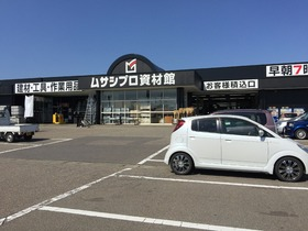 https://image.rentersnet.jp/9237d0ae726669098210ba815633b842_property_picture_1993_large.jpg_cap_ホームセンタームサシ見附店
