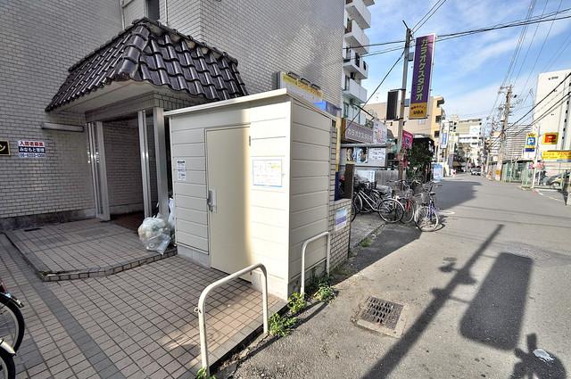 ロイヤルハイツ八戸ノ里 エントランス周辺はいつもキレイに片付けられています。