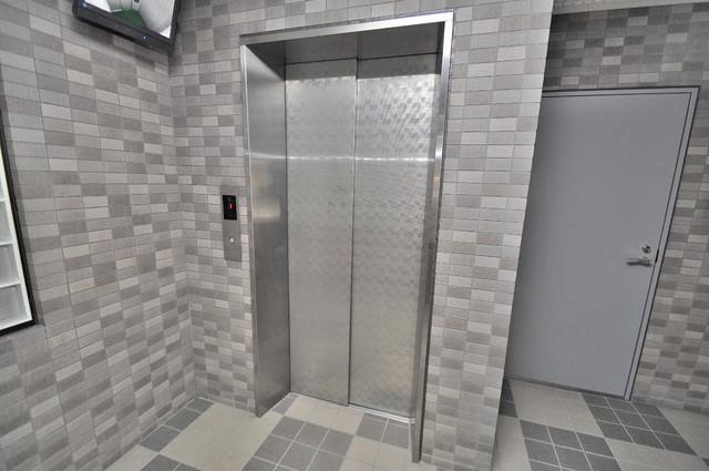 サンピリア小阪 エレベーター付き。これで重たい荷物があっても安心ですね。