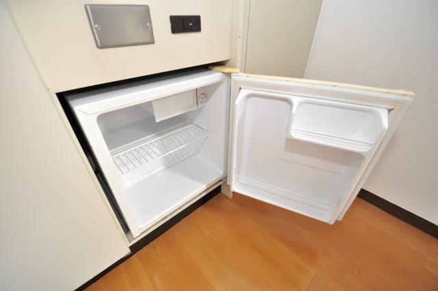 パームスクエア ミニ冷蔵庫付いてます。単身の方には十分な大きさです。
