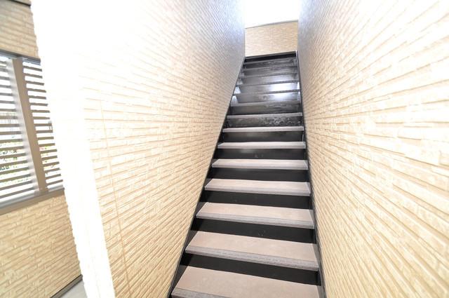 ブライト近大前 この建物には欠かせない階段。運動にもなりますね。