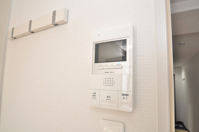 ヴェルドミール小阪 TVモニターホンは必須ですね。扉は誰か確認してから開けて下さいね