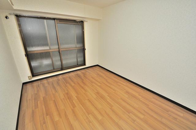 サニーマンション 明るいお部屋はゆったりとしていて、心地よい空間です