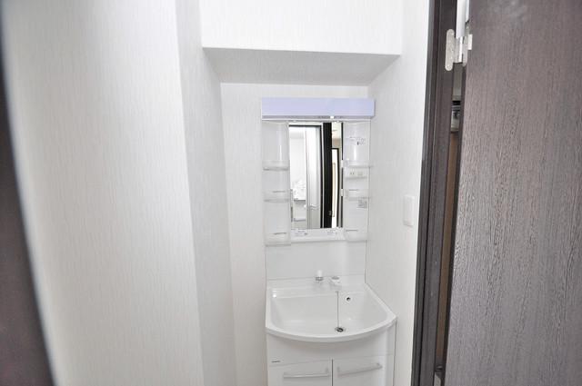 エム・ステージ今里 独立した洗面所には洗濯機置場もあり、脱衣場も広めです。