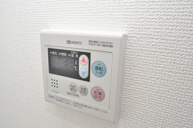 アドバンス大阪バレンシア 給湯リモコン付。温度調整は指1本、いつでもお好みの温度です。