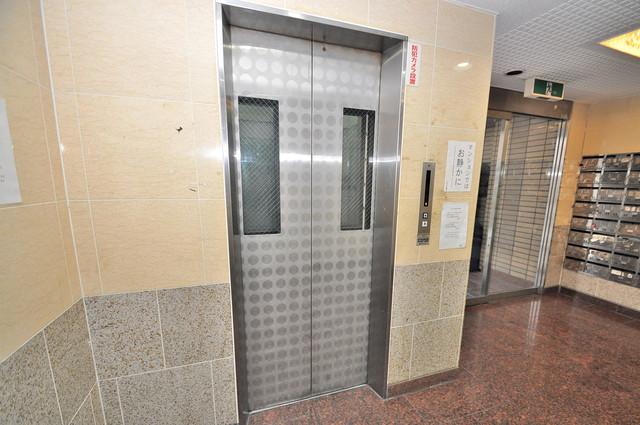 メルヘン新今里 嬉しい事にエレベーターがあります。重い荷物を持っていても安心