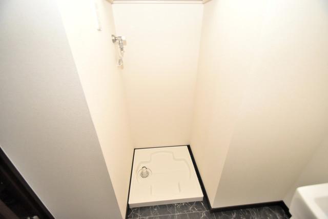 ラージヒル長瀬WEST 嬉しい室内洗濯機置場は脱衣場も兼ねています。