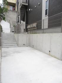 ヒルズ弘明寺駐車場